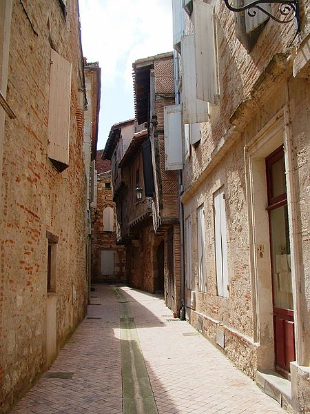 Agen France  city images : France Agen ruelle Wikimedia Commons