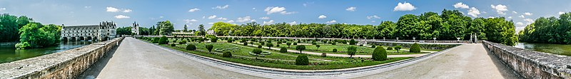 Garden of Diane de Poitiers in the Castle of Chenonceau 03.jpg