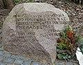 Gedenkstein für die KZ-Opfer des Außenlagers Hamburg-Eidelstedt am ehemaligen Gelände.JPG