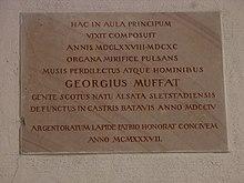 Gedenktafel für Georgius Muffat am Residenzgebäude in Salzburg (Quelle: Wikimedia)