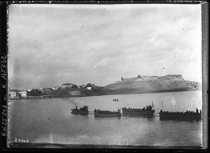 Greek troops land at Mytilene, 1912.jpeg