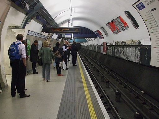 Green Park stn Piccadilly westbound look east