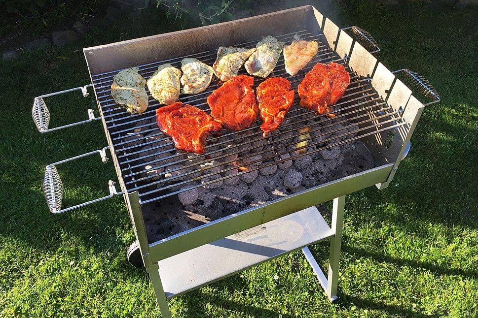 Grillen - BBQ - Barbeque - Fleisch auf dem Grill