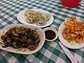 HK 長洲 Cheung Chau 興樂海鮮 Hing Lok Seafoods Restaurant food dishes plates 格仔 枱布 tablecloth checkered Sept-2013.JPG
