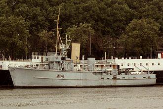 Ton-class minesweeper - Image: HMS Glasserton (M1141)
