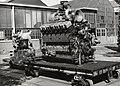 HUA-169914-Afbeelding van het transport van een dieselmotor op een lorry op het terrein van de hoofdwerkplaats van de NS te Tilburg.jpg