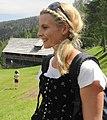 Haarmode mit Flechtzöpfen, Österreich.jpg