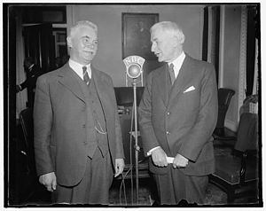 Halvdan Koht - Koht (left) with Cordell Hull, 1937.