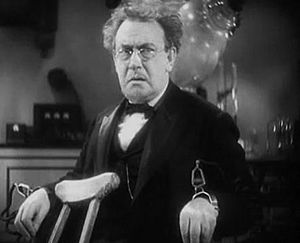 Harry Beresford - Harry Beresford in Doctor X (1932)