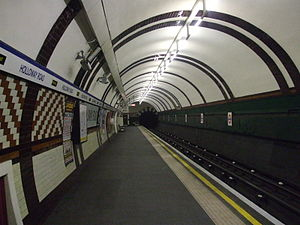 Holloway Road tube station - Image: Holloway Road stn northbound look south