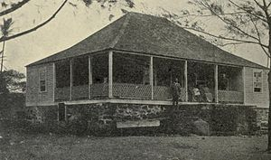 Kaimū, Hawaii - House showing native and western styles in 1888