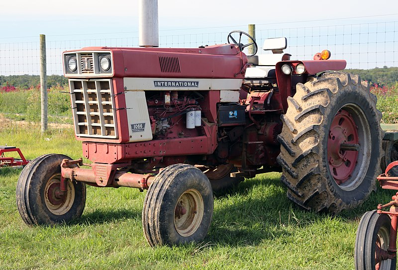 1066 International Tractor : File ihc farmall tractor g wikimedia commons