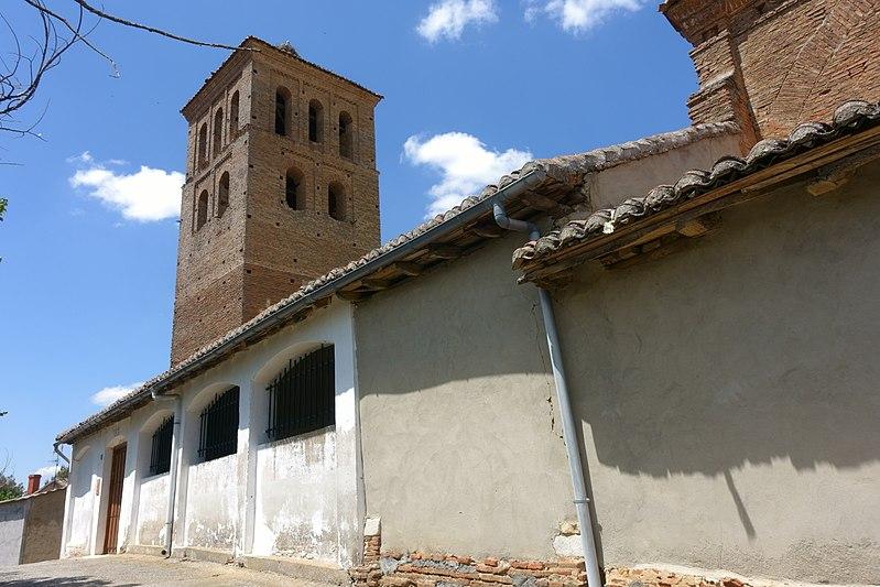 File:Iglesia de San Esteban, Villamol 03.jpg