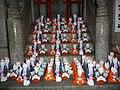Inari fox statues, Fushimi Inari-taisha 08.jpg