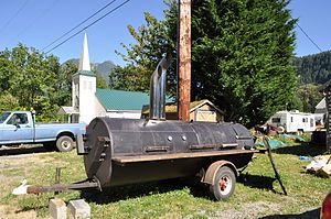 English: Barbecue grill trailer and church, In...