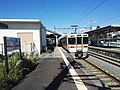 JR-Ushikubo-station-platform-002.jpg