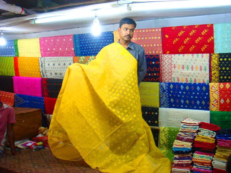 File:Jamdani Saree Sale Sonargaon.jpg