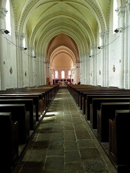 Église Saint-Martin de Juvigné (53). Intérieur.