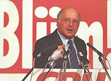 Blüm am Rednerpult vor Mikrofonen im Wahlkampf zur Landtagswahl Nordrhein-Westfalen 1990