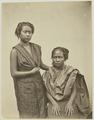 KITLV 26555 - Isidore van Kinsbergen - Balinese women - Around 1870.tif