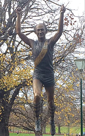 Kevin Bartlett (Australian rules footballer) - A bronze statue of Bartlett displayed in Yarra Park by the MCG