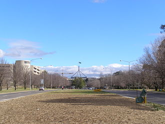 Kings Avenue, Canberra - Kings Avenue looking towards Parliament House