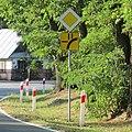 Koden-19RJJVMW-road-signs.jpg