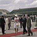 Koningin Juliana op vliegveld Kemajoran bij Jakarta voorafgaand aan haar vertrek.jpg