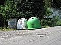 Kontajnery na tříděný odpad v Sedmihorkách.JPG