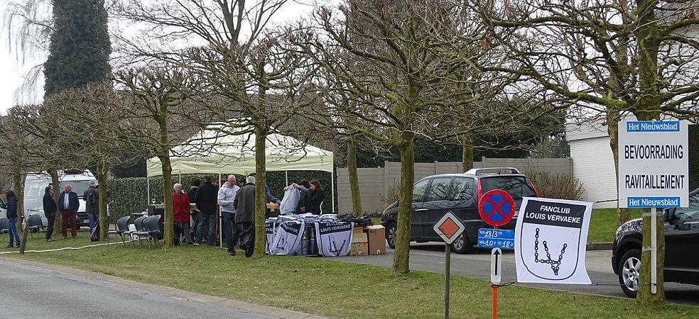 Kruishoutem - Nokere Koerse, 18 maart 2015, bevoorrading (A13).JPG