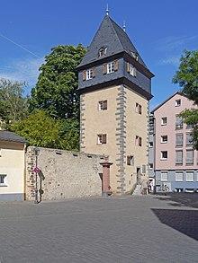 Hindemiths Wohnsitz 1923–1927 im Kuhhirtenturm in Frankfurt am Main (Quelle: Wikimedia)