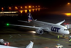 LOT Polish Airlines Boeing 787-8 (SP-LRB) at Hannover Airport (2).jpg