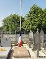 Lallaing - Cimetière de Lallaing (09, tombe du soldat inconnu 1914-1918).JPG