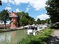 Le château d'eau et le canal de Garonne (Castelsarrasin).jpg