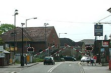 Level crossing - Chertsey - England - 270404.jpg
