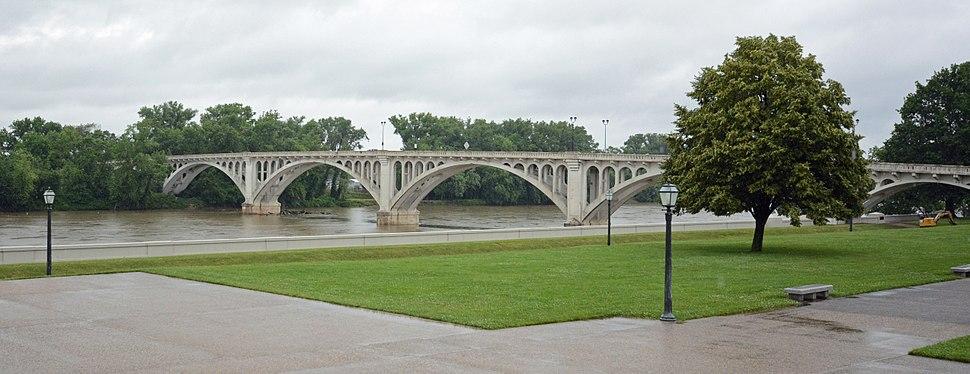 Lincoln Memorial Bridge over the Wabash River