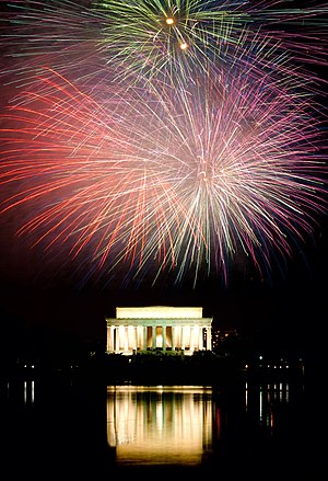 English: The Lincoln Memorial during a firewor...