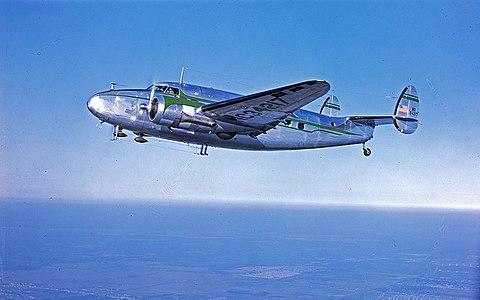 Que pensez-vous de la Marine Nationale d'aujourd'hui ? 480px-Lockheed_Model_18_Lodestar_over_Houston%2C1947-48
