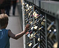 Love padlocks cologne 01.jpg