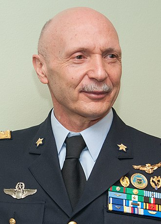 Chief of the Defence Staff (Italy) - Image: Lt Gen Enzo Vecciarelli, Chief of the Italian Air Force (cropped)