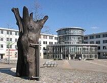 Ludwigsfelde9 Rathaus Stundeneiche.JPG