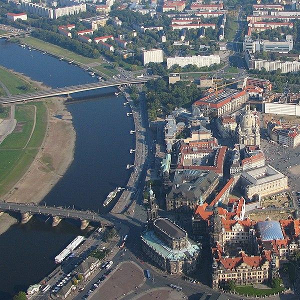 File:Luftbild der Dresdner Altstadt am Elbufer, 2008.jpg