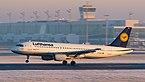 Lufthansa Airbus A320-214 D-AIZL MUC 2015 01.jpg