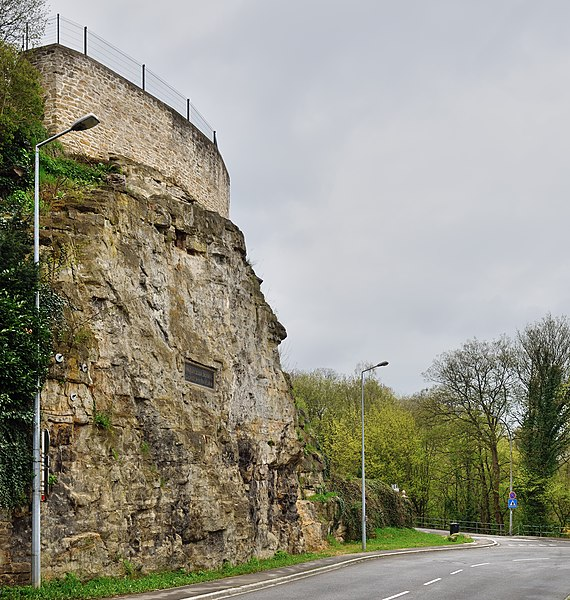 Luxembourg City: rue des Glacis: see the plaque with a Latin inscription on the rock at left.