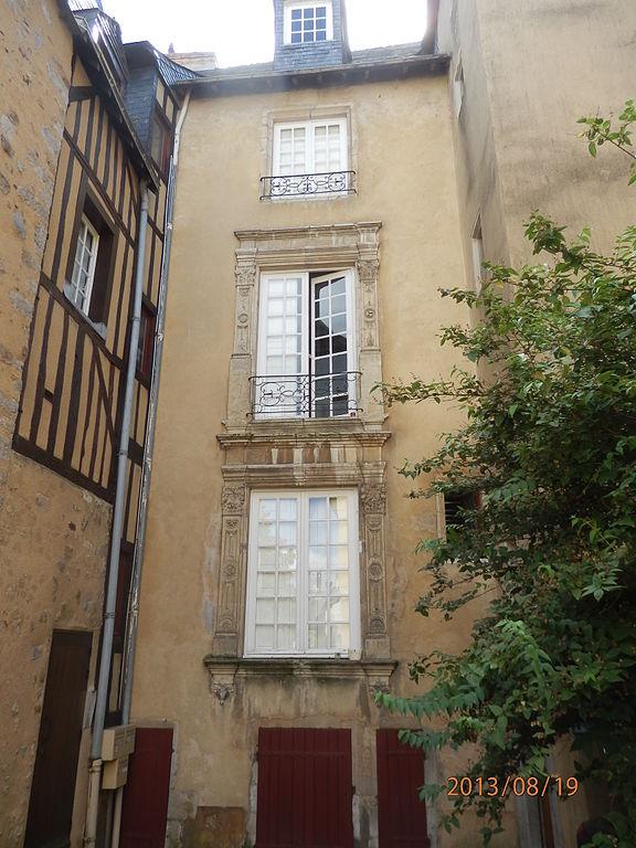 File maison 1 rue de la pierre de tuc 2 jpg wikimedia for Maison la pierre
