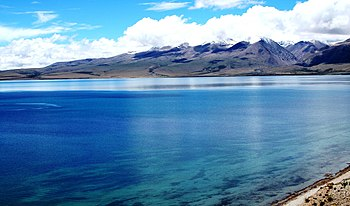 English: Lake Mansarovar and the Tibetan Himalayas