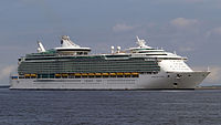 Mariner of the Seas at hakata port (cropped).jpg