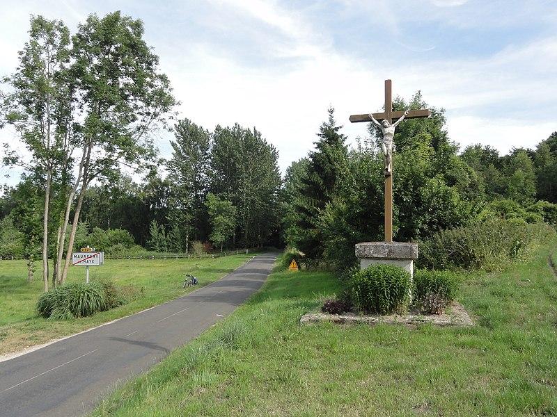 Mauregny-en-Haye (Aisne) croix de chemin ouest