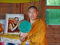 Moine tibétain en prière (Parc oriental de Maulévrier) (7297877282).jpg