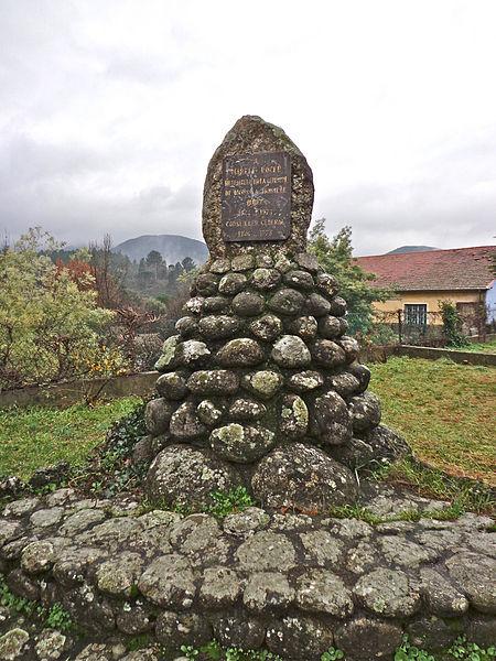 Mons  (Hérault) - mémorial Marcel Roger, bienfaiteur de la commune, maire (1944-1973), conseiller général (1946-1973)